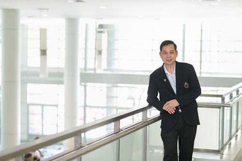 ผศ.ดร.สมชาย เล็กเจริญ  รับรางวัลนักวิชาการด้านไอทีดีเด่น 3 เวทีระดับประเทศ