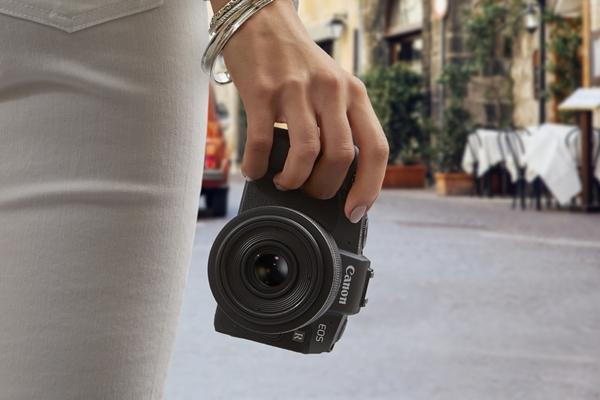แคนนอน EOS ผงาดเบอร์ 1 กล้องดิจิตอลถอดเปลี่ยนเลนส์ได้แบบฟูลเฟรมในประเทศไทย