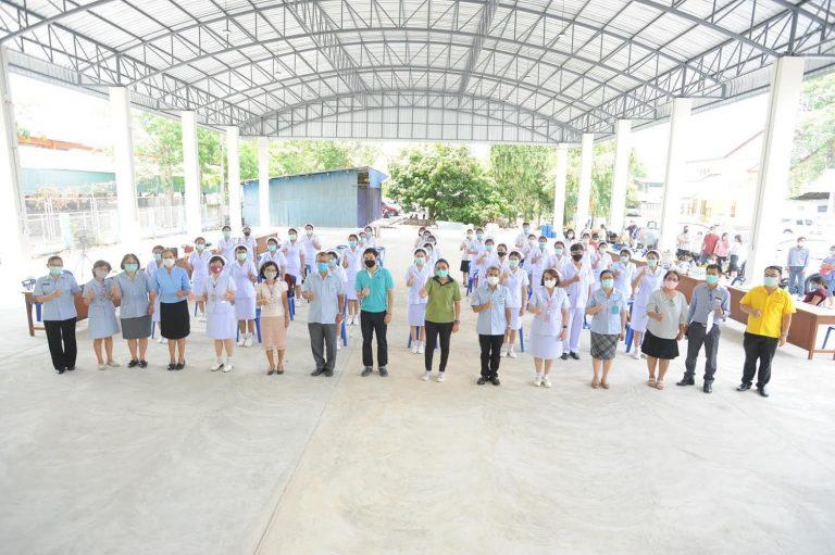 สมาคมเพื่อนชุมชน เสริมทัพนางฟ้าชุดขาว ป้อนโรงพยาบาลใน จ.ระยอง สู้โควิด-19