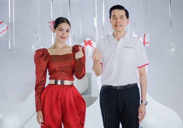 """เซ็นทรัล รีเทล ดึง """"ญาญ่า อุรัสยา"""" มอบความสุขให้น้องผู้บกพร่องทางสายตาพร้อมชวนคนไทยส่งต่อคะแนน The 1 แทนเงินบริจาค"""